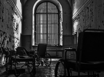 Hide-and-seek: mental hospital photo 1